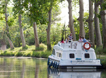 A Guide to Canal-Boating in France