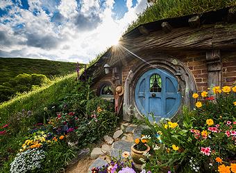 Hobbiton - Hobbit Holes | TravelManagers