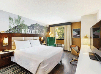 Bedroom of the Hilton Garden Inn Hollywood, Los Angeles | TravelManagers