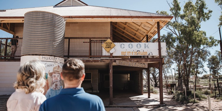 Indian Pacific Railway - Cook Pub Walk | TravelManagers Australia